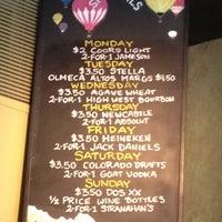 8/11/2012 tarihinde Charlieziyaretçi tarafından The Hornet Restaurant'de çekilen fotoğraf