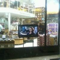 Foto tirada no(a) Saraiva Mega Store por Cintia R. em 6/6/2012