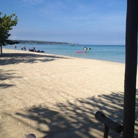 Photo taken at Country Country Beach Cottages Negril by Дмитрий Д. on 5/11/2012
