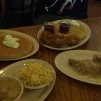 Photo taken at Roscoe's House of Chicken and Waffles by Vini D. on 5/12/2012