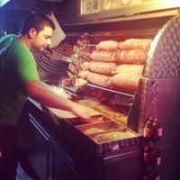 9/10/2012 tarihinde Bahar A.ziyaretçi tarafından Çengelköy Kokoreççisi'de çekilen fotoğraf