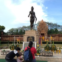 Photo taken at Statue of Queen Chamadevi by Nid I. on 8/27/2012