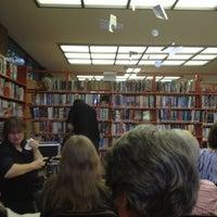 รูปภาพถ่ายที่ Carnegie Library-Beechview โดย Michael S. เมื่อ 8/20/2012