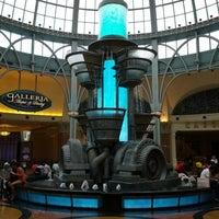 Foto diambil di Niagara Fallsview Casino Resort oleh Kyle Y. pada 7/19/2012