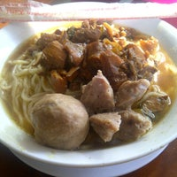 Photo taken at Mie Ayam & Bakso Idola Pak Tikno by Salirinda W. on 8/26/2012