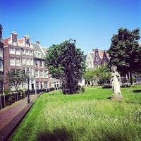 Foto tirada no(a) Begijnhof por Colin A. em 5/28/2012