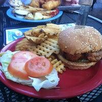 Photo prise au Hamburger Mary's par Kevin Z. le8/1/2012