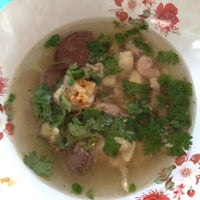 Photo taken at นุชก๋วยเตี๋ยวไก่ by Giftzy G. on 7/11/2012
