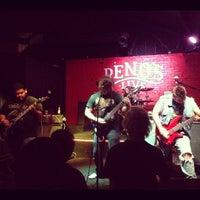8/12/2012 tarihinde Elliot R.ziyaretçi tarafından Reno's Chop Shop'de çekilen fotoğraf