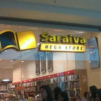 Foto tirada no(a) Saraiva MegaStore por Gustavo d. em 9/8/2012