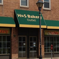 Photo taken at H&S Bakery Outlet Store by Lynda F. on 8/2/2012