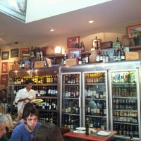 Foto tirada no(a) Zena Caffè por Renato S. em 2/5/2012