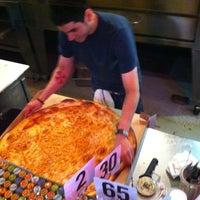 3/11/2013 tarihinde Mark D.ziyaretçi tarafından Serious Pizza'de çekilen fotoğraf