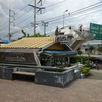 Photo taken at บ้านกาแฟเอกเขนก by Somchit T. on 8/11/2013