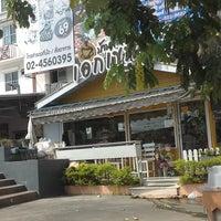 Photo taken at บ้านกาแฟเอกเขนก by Somchit T. on 12/8/2013