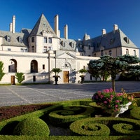 Photo taken at OHEKA CASTLE Hotel & Estate by OHEKA CASTLE Hotel & Estate on 8/8/2017
