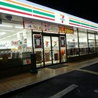 Foto scattata a 7-Eleven da yoshi_rin il 5/30/2013