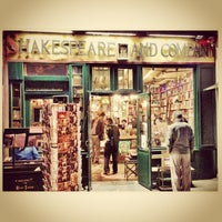 Photo prise au Shakespeare & Company par Pavel I. le5/6/2013
