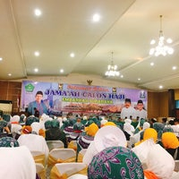 Photo taken at Graha BIR-ALI Asrama Haji by Dyah Peni H. on 8/6/2018