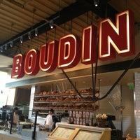Foto scattata a Boudin Bakery Café Baker's Hall da Kathy M. il 3/19/2013