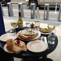 Das Foto wurde bei Café Gitane von Billy Y. am 5/11/2013 aufgenommen