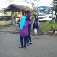 Photo taken at Resto Rumah Kayu Cabang Tahu Susu Lembang by Citra M. on 7/1/2013