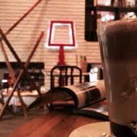 3/20/2015 tarihinde Gizem T.ziyaretçi tarafından Tasarım Bookshop Cafe'de çekilen fotoğraf