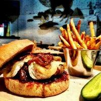 Foto tomada en Smokey's Burger House por Juan Ber C. el 3/24/2013