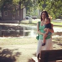Foto scattata a Ridgewood Duck Pond da Jazka Marie P. il 6/17/2014