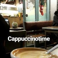 12/1/2017 tarihinde Aysziyaretçi tarafından Kropka Coffee&Bakery'de çekilen fotoğraf