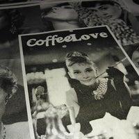 Снимок сделан в CoffeeLove пользователем Aleksey K. 5/25/2013