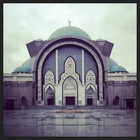 Photo taken at Masjid Wilayah Persekutuan by Azrul Raimie R. on 2/8/2013
