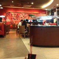 Photo taken at Pizza Hut by Hamdayani A. on 5/7/2013