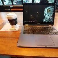 5/4/2018 tarihinde Sunny S.ziyaretçi tarafından Starbucks Reserve'de çekilen fotoğraf