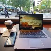5/2/2018 tarihinde Sunny S.ziyaretçi tarafından Starbucks Reserve'de çekilen fotoğraf