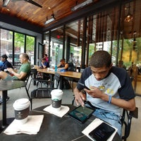 5/5/2018 tarihinde Sunny S.ziyaretçi tarafından Starbucks Reserve'de çekilen fotoğraf