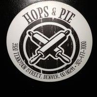 Das Foto wurde bei Hops & Pie von Chase Q. am 3/27/2013 aufgenommen