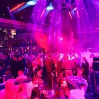 2/24/2015 tarihinde Rj S.ziyaretçi tarafından Drai's Beach Club • Nightclub'de çekilen fotoğraf