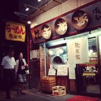 Photo taken at 無敵家 新宿三丁目店 by Hypatia L. on 8/21/2013