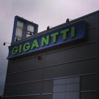 Photo taken at Gigantti by Vincent K. on 7/22/2013