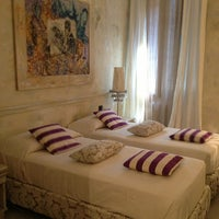 รูปภาพถ่ายที่ Albergo al Fagiano โดย Natasha I. เมื่อ 8/12/2013