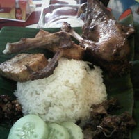 Photo taken at Bebek Ireng Suroboyo  Cak Baz by Indah Y. on 12/25/2012
