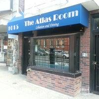 Das Foto wurde bei The Atlas Room von Michael G. am 10/5/2013 aufgenommen