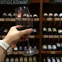 Foto diambil di Wine House oleh Vlad pada 8/11/2014