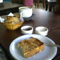 รูปภาพถ่ายที่ Origen Café โดย Anita M. เมื่อ 1/13/2013