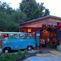 6/9/2013 tarihinde Cam C.ziyaretçi tarafından Satchel's Pizza'de çekilen fotoğraf
