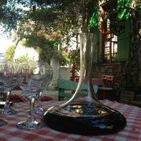 5/4/2013 tarihinde Hilmi A.ziyaretçi tarafından Vino Şarap Evi'de çekilen fotoğraf