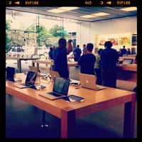 Photo taken at Apple Store by Marcelo S. on 7/19/2013