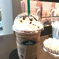Photo taken at Starbucks by Bëst_Aöffÿ on 1/11/2017