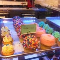 Photo taken at Hamptons Cupcakes by Jimakos K. on 3/31/2013